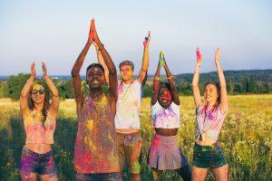Unge mennesker til color fest